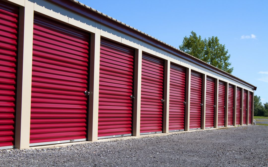 Pre-Engineered Metal Mini Storage Units With Red Roll Up Doors