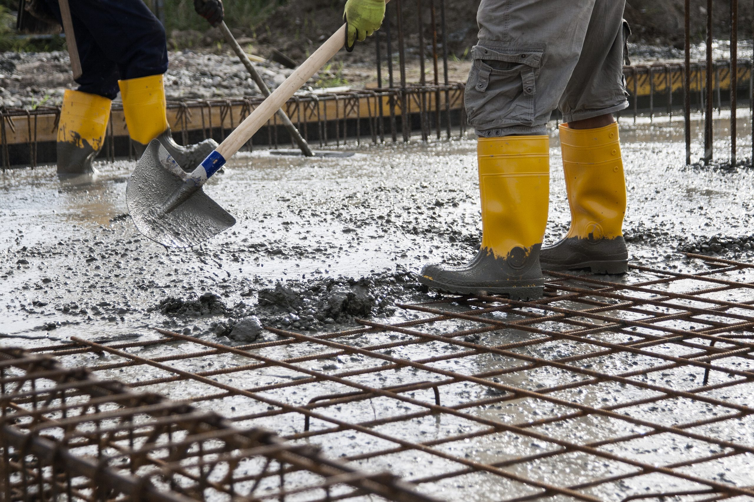 leveling concrete for steel building foundation